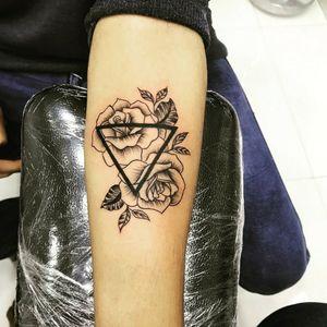 Old school rose Tattoo. #tattooartist #tattooart #tattooartwork #arteffectstattoostudio
