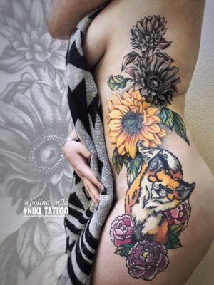 Instagram @polina_niki #tattoospb #spbtattoo #colortattoo #tattoogirl #foxtattoo #tattoofox #tattooflowers #flowerstattoo #niki_tattoo