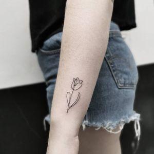 Tulip oneline designed by Alba Tattooist