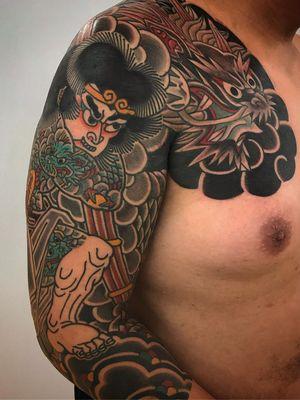 Sleeve tattoo by Koji Ichimaru #kojiichimaru #sleevetattoos #legsleeve #armsleeve #sleeve #fullsleeve #halfsleeve #tattooidea #japanese #dragon #samurai #tattooedtattoo