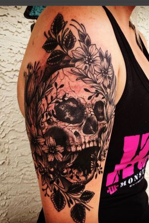 Dynamic skull and flowers