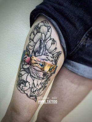 Instagram @polina_niki #tattoospb #spbtattoo #fox #foxtattoo #tattoofox #graphic #graphicfox #flowersgraphic #graphicflowers #flowers #niki_tattoo