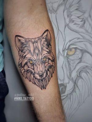 Instagram @polina_niki #tattoospb #spbtattoo #wolf #wolftattoo #tattoowolf #graphic #graphicwolf #niki_tattoo