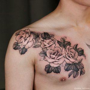 Freehand ADELA flowers @adela_tattooer #adelaflower #flowertattoo #rosetattoo #tattooformen #tattooforgirl #peonytattoo #freehandtattoo