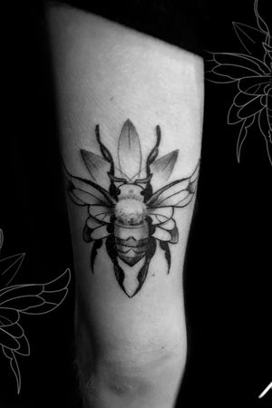 Instagram: @rusty_hst Custom bee design from the other day #bee #blackandgrey #blackwork #floral #insect