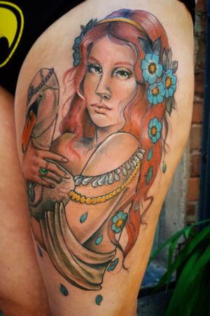 #aphrodite #ladyhead #ladyface #swan #bird #beads #flower #thightattoo #neotraditional