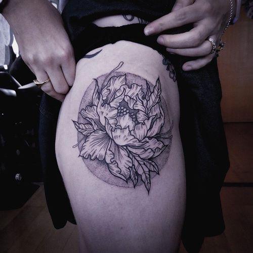 Peony for my dear Helen. #blackwork #peony #dotwork #linework #floral #fusion #japanese