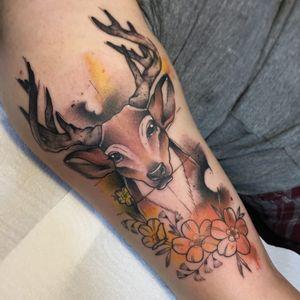 #LiviaDeBarcellos #Nyu #colorida #colorful #TatuadorasDoBrasil #deer #cervo #chifres #horns #flores #flowers