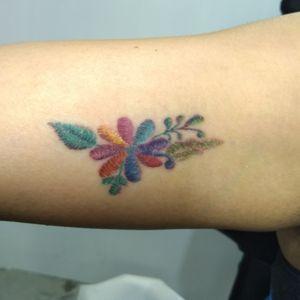 Flores bordadas estilo mexicano