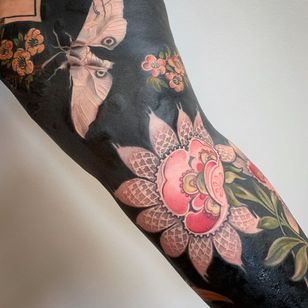 Female Tattooers - Nature tattoo by Esther Garcia #EstherGarcia #FemaleTattooers #ladytattooers #ladytattooartist #femaletattooartist #moth #flower #floral #pattern #blackout #sleeve #arm