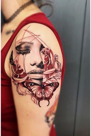 Split beauty #wip #ttism #ttt #tattoodesign #tattooidea #lineworktattoo #tattooage #tattooflash #medusatattoo #iblackwork #blxckink #surrealism #london #cooltattoos #blackandwhite #besttattoos #txttoo #germanytattoo #bodyartmag #femaletattooartist #ttblackink #blackworkerssubmission #sexytattoo #uktta #freestyle #radtattoos #abstracttattoo #abstractart #abstractartist #watercolor @theartoftattooing @uktta @tattooistartmag @theartoftattoos @tattoo.hub @tattoodo @watercolourtattoos @colorful.tattoos @londontattooguide @tattoosnob @tattoos_of_insta_bme @best.tattoo.styles @equilattera @world_of_newschool @ladytattooers