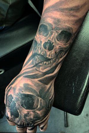 Skulls never enough skulls #blackandgreytattoo #blackandgrey #realism #abstracttattoo #portrait #belfast #belfasttattoo #skulltattoo #skull #skulls