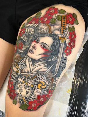Beautiful tattoo by Lynn Akura #LynnAkura #beautifultattoos #beautifultattoo #beautiful #tattooidea #besttattoo #awesometattoo #cooltattoo #neotradtional #warrior #soldier #portrait #cherryblossoms #leg