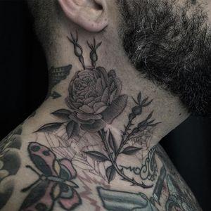 Beautiful tattoo by Zac Scheinbaum #ZacScheinbaum #beautifultattoos #beautifultattoo #beautiful #tattooidea #besttattoo #awesometattoo #cooltattoo #illustrative #spider #spiderweb #rose #thorns #neck