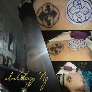 sweet Roswell rock tattoo #handtattoo #linetattoo #alientattoo #blacktattoo #inkjunkeyz #inkedgirl #ink #simpletattoo #symboltattoo #symetrical