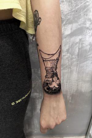 Each body has its Art #draw #ink #tattoo #tattooed #inked #instaart #tatts #drawing #design #dotwork  #sketch #art #tattoos #oldschool #oldschooltattoo #blackandwhite  #tattooing #tattooer #artwork #btattooing #inklife #inkedup #bodyart#تاتو#coffeetattoo #coffeetattoos#handtattoos #handtattoo#fkironsxion#tattoostyle #تاتو