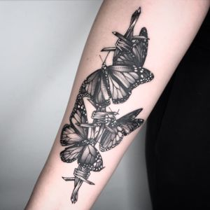 Bugs and Barbed wire my favorite! #fineline #blackandgrey