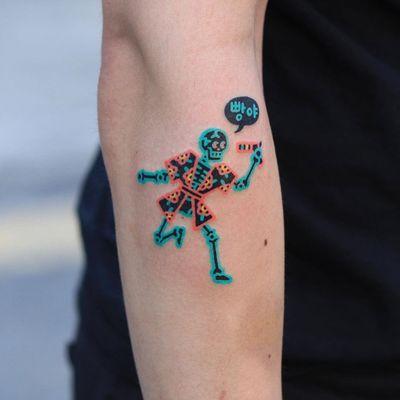 Skeleton tattoo by Zzizzi #Zzizzi #skeletontattoos #skeletontattoo #skeleton #bones #skull #death #anatomy #anatomical #handpoke #stickandpoke #raygun #gun #flower #arm