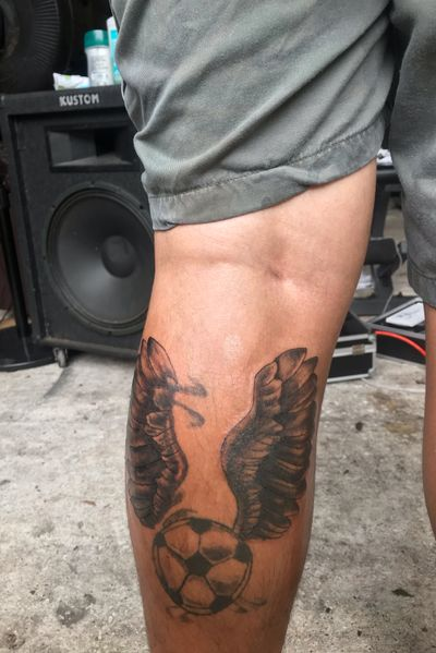 Cover up wing #wing #coverup #feather #feathers #ball #soccer #futbol #alas #balon