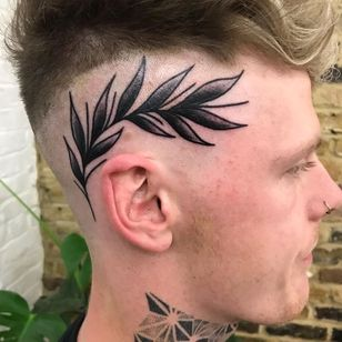 Scalp tattoo by Courtney Lloyd #CourtneyLloyd #FemmeFatale #Traditionaltattoo #GirlyTraditional #Traditional #newschool #color #tattooartist #London #UK #scalp #head #leaves