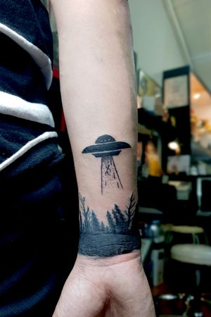 UFO tattooed by our artist Meng. Interested in getting a piece of tattoo by him just drop us a message here or you can contact him at, +65 92700601 Facebook: www.facebook.com/fadedscreamxz Instagram: @schyzofrantic  Email: schyzofrantic@gmail.com #tattooartist #tattoolover #ilovetattos #sgtattoo #sgtattooartist #singaporetattoo #artistica #artisticatattoo #artisticasingapore #mengartistica #blackworktattoo #alientattoo #darkforest #forearmtattoo