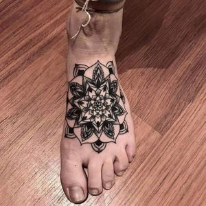 #mandalatattoo #dotworktattoos #tattoosforwomen #girlytattoos #lineworktattoo  #MantraTattoo #Mantra #budapesttattoo
