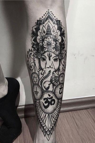 #ganesha #ganeshatattoo #ohm #ohmtattoo #dotwork #dotworktattoo #blacklinetattoo #tattoo #ink #calf #calftattoo #hindu #hindutattoo #bestjob #work #happyguest #spiritual #budapesttattoo #hungarytattoo #deadponytattoo 🌙🌞🗻🕉🐘🌎 @reyka.dr
