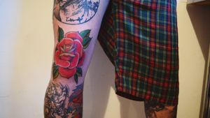 Rose knee in progress today... #paininprogress #kneetattoo #kneerose #rosetattoo #neotradrose #practice #learning #learningtotattoo #everythingpossible #tattoos #tattoolifestyle #tattoonewbie #ink #inked #daretochange #daretobedifferent #workingheroes #beginnertattooartist #tattooedgirls #tattooworkers #inkstagram #tattoosession #myinkprints2019