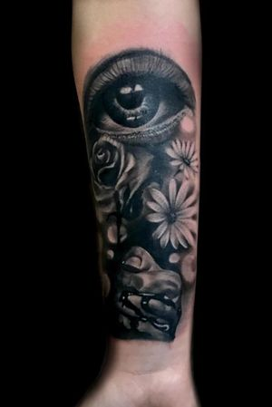 #eye #flowers #hand #realism