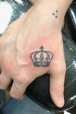 Fun hand tattoo I did #handtattoo #crown #finline #blackandgrey #small