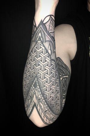 #sleevetattoo #sacredgeometry #blackandgrey #pattern