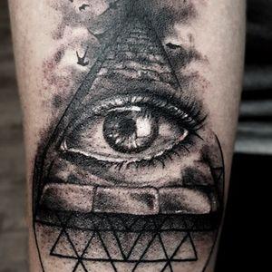 westend.tattoo_wien #wientattoos #wienwestendtattoo #tattoovienna #linetattoo #linework #eyetattoo #triangletattoo #blacklinetattoo #fine-line tattoo #all-seeingeyetattoo #armtattoo