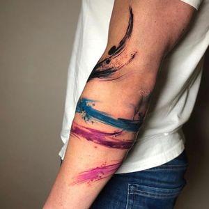 Abstract / brush- stroke armband for Hubert. Thank you for your trust on asking me to do this important tattoo, so far from my usual style. I really enjoyed it.. painting directly on skin, such beautiful experience 💜 . . . Using @yayofamilia @eternalink @cheyenne_tattooequipment @barber_dts #abstracttattoo #avantgardetattoo #brushstroketattoo #inkstinktsubmission #blxckink #radtattoos #blackworkers #colourtattoo #armband #blacktattoomag #artesobscurae #avantgarde #inkspiringtattoos #londontattoo #clotoacherontia #tattooartist #tattrx #equillatera #italiantattooartists #tattoosofinstagram #tattoolifemagazine #tattoo #artist #oilpainting #performance #tatted