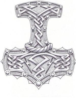 Thor figure parmi les Dieux priés dans la culture Viking, respecté des hommes et guerriers, il était alors le symbole de la force et de la protection. Ainsi, parmiles symboles vikings, on retrouve lemarteau de Thor, que l'on appelle égalementMjolnir. Porté le plus souvent en guise de talisman, il apporte alors la protection à celui qui le porte, un symbole de choix au coeur de l'héritage nordique !