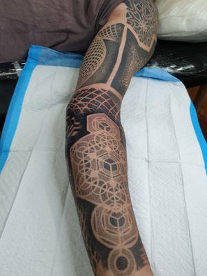 1 more session to go Swirlywanxsinatra@gmail.com #tattoo #blackandgrey #mandala #dotwork #oakandirontattoo #brisbane #brisbanetattoo #blackworktattoo #blackwork #geometrictattoo #geometric #sydneytattoo #sydney #australiantattoo #ritalinpower #brisbaneartist #btattooing #brisbanetattooartist