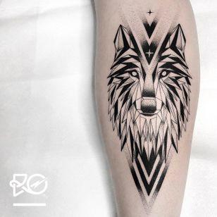 By RO. Robert Pavez • T H E W O L F ? • Done in studio Bläcktatuering • ?? 2019 #engraving #dotwork #etching #dot #linework #geometric #ro #blackwork #blackworktattoo #blackandgrey #black #tattoo #fineline