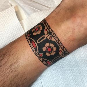 Arm band tattoo by Joe Tartarotti #JoeTartarotti #armband #armbandtattoo #band #bracelet #bands #color #flower #floral #linework #dots #ornamental