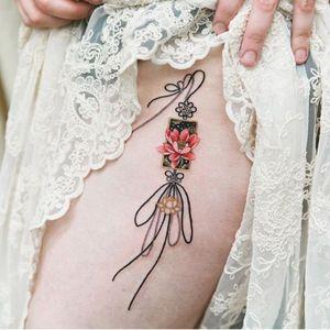 Lotus norigae with black strings #tattoo #norigaetattoo #fantattoo #peonytattoo #colortattoo #flowertattoo #tattooistsion