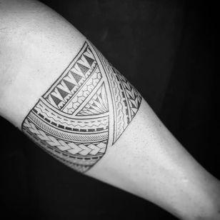 Arm band tattoo by Jordz Samoko #JordzSamoko #armband #armbandtattoo #band #bracelet #bands #arm #linework #tribal #pattern #shapes