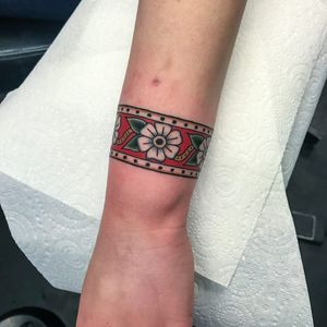 Arm band tattoo by Andrea Guilimondi #andreagiulimondi #armband #armbandtattoo #band #bracelet #bands #arm #traditional #flower #floral #color