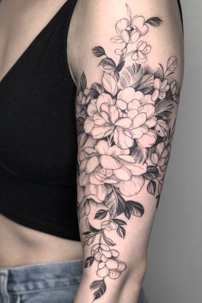 Half sleeve floral #floraltattoo#peony#peonytattoo#lasvegastattooartist#flowertattoo#halfsleeve