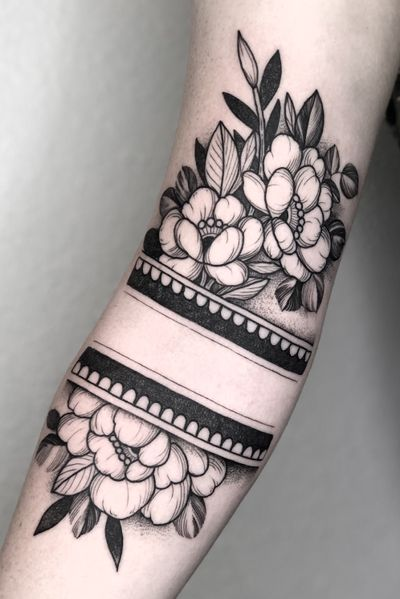 Flower arm band #floraltattoo#peonies#peonytattoo#blackwork#lasvegastattooartisr