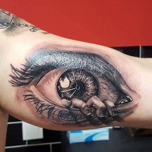 @westend.tattoo_wien #wientattoo #tattoovienna #portraittattoo #blackandgreytattoo #eyetattoo #surrealismtattoo #surrealistictattoo #hantattoo #watchtattoo #armtattoo