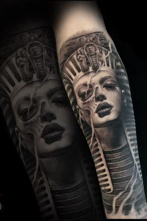 #cleopatra #cleopatratattoo #egypttattoo #egyptiantattoo #realismtattoo #blackandgrey #portraittattoo ——> www.facebook.com/madinktattooshop ——> insta @mad_ink_art
