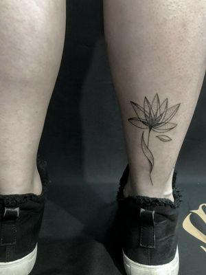 Bogotá 💥 Asesorías y cotizaciónes 📱3041134737 #flowertattoos #lineflowertattoo #design #tattooer #flower #flowertattoos #inked #girltattoo #artist #blackink #blackandwhite #dynamic #inked #protonstencil #radiant #art #tattooer #tatgirl #inkspiration #colombia #colombianart #manizales #dotwork #linework #radiantwhite #girls