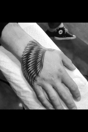 #balckandgray #handtattoo #eagle #eagletattoo #wingtattoo #realism