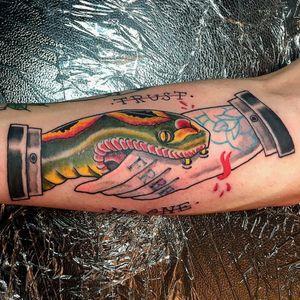 Trust no one #tattoo #firenze #oldschooltattoo #oldschool