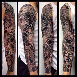 Koi sleeve black and grey