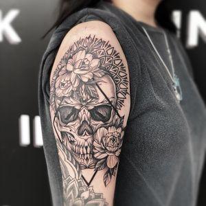 ❌ black work skull with mandala and flowers❌