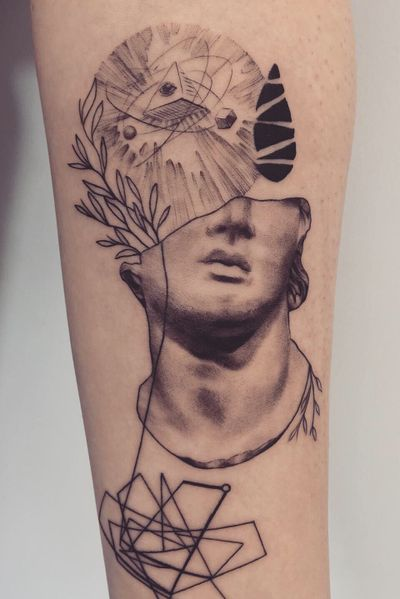 Chaos Dawida #graphictattoo #tatuaz #dotoworktattoo #sketch #statue #cosmos #chaos #geometry #geometrictattoo